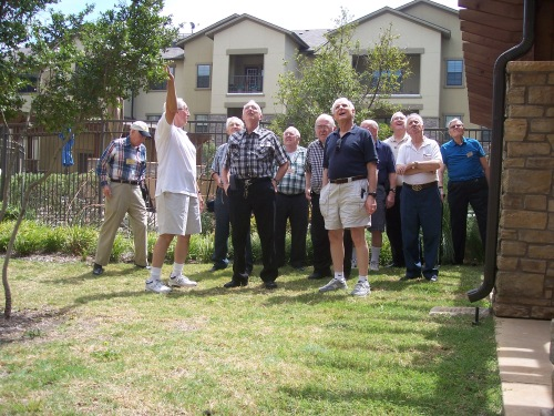 It is a bird, a plane, superman – NO it is the Aspens Amateur Radio Club antenna farm on the lodge roof. QCWA Chapter 41 members looking at the antenna farm.